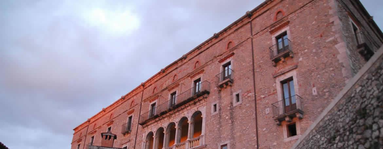 Aieta_Palazzo_Rinascimentale.jpg