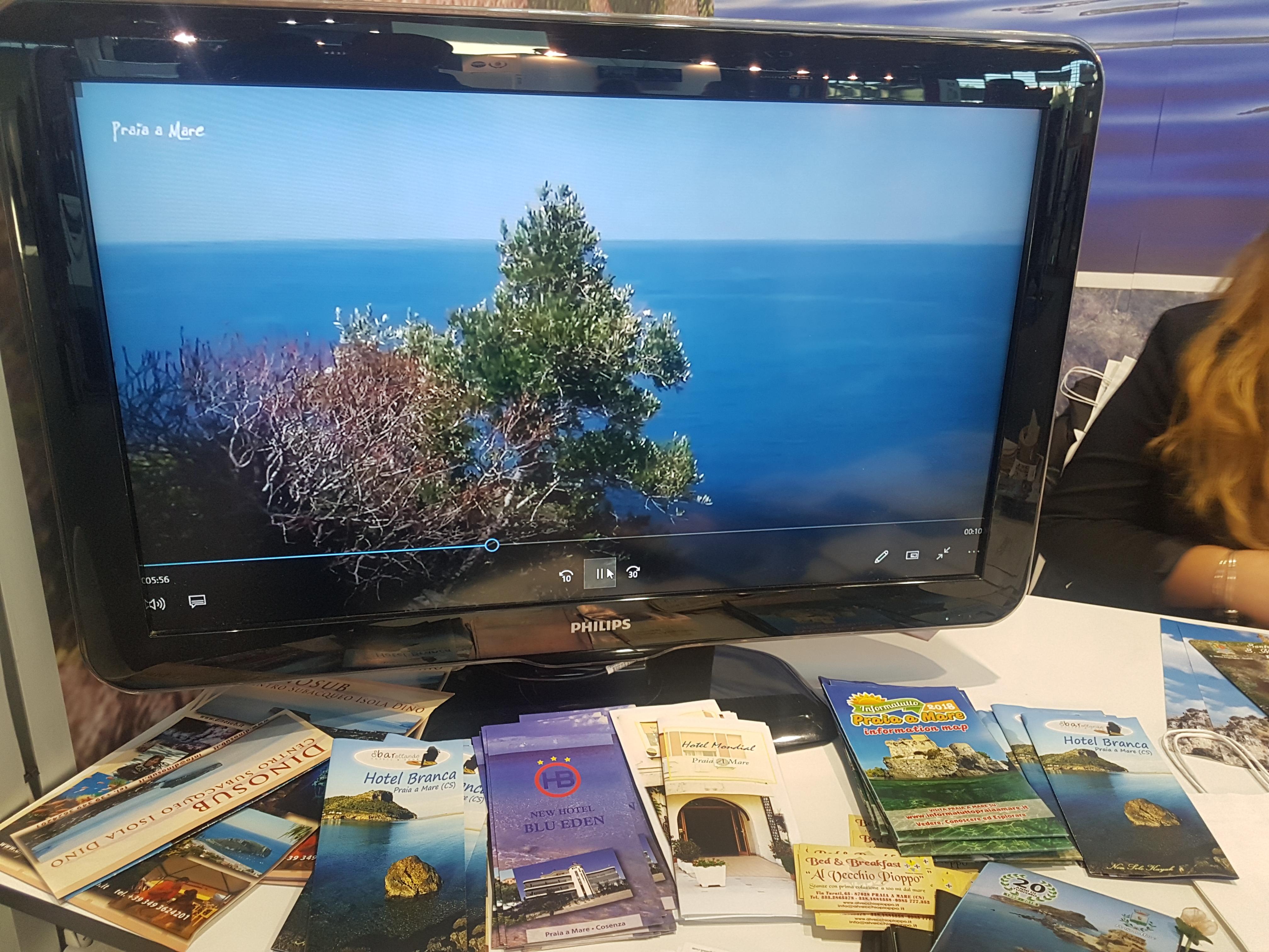 Materiale promozionale Hotel Blu Eden allo stand di Praia a Mare alla fiera di Rimini Ottobre 2018
